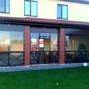 Вхідні двері посередині секції - М'які вікна Суми